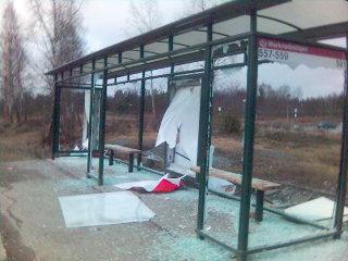 Vandaliserad busshållplats